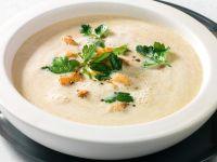 Maronen-Pastinaken-Cremesuppe mit Jakobsmuscheln Rezept