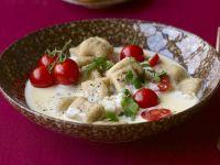 Maroni-Gnocchi mit Bergkäsesoße und Cocktailtomaten Rezept
