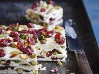 Marzipan-Pistazien-Kuchen mit Trockenfrüchten Rezept
