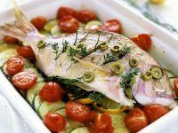 Mediterrane Dorade mit Tomaten und Zucchini Rezept