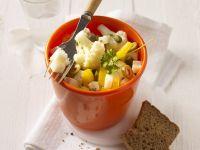 Mediterraner Blumenkohlsalat mit Käse Rezept