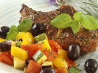 Mediterranes Gemüse mit Lammkoteletts
