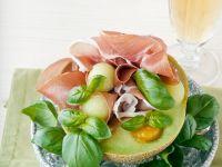 Melone mit Schinken, Basilikum und Fruchtpüree Rezept