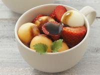 Melonen-Erdbeer-Salat mit Balsamico-Dressing Rezept