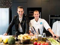 Jan-Philipp Cleusters und Fabian Hambüchen machen den Mensa-Check