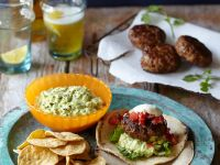 Mexiko-Hackbällchen mit Guacamole und Tortillas Rezept