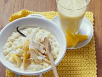 Milchreis mit Kokos, Vanille und Mangomilch