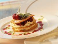 Mille-feuille mit Kirschen und Buttermilchcreme Rezept