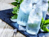 Wie kommen Calcium & Co. ins Mineralwasser?