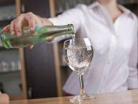 Gastronomie: Mineralwasser immer geschlossen servieren