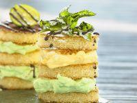 Mini-Biskuittörtchen mit Quarkcreme Rezept