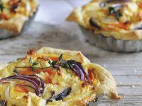 Mini-Quiches mit Süßkartoffeln, Rüben und roten Zwiebeln Rezept