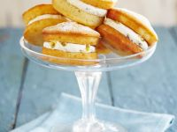 Mini-Victoria Cakes mit Maracujacreme Rezept