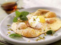 Mirabellen-Pfannkuchen mit Pistazien Rezept