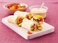 Mit Hummus und Gemüse gefüllte Wraps Rezept
