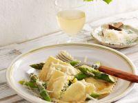 Mit Spargel und Ricotta gefüllte Ravioli Rezept