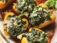 Mit Spinat gefüllte Paprikaschoten Rezept