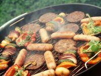 Mixed Grill mit Spießchen und Burger