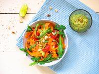Möhren-Tagliatelle mit Avocado-Pesto