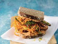 Möhrennudel-Sandwich mit Tofu Rezept