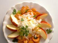 Möhrensalat mit Apfel, Rettich und Mandeln Rezept