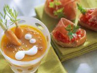 Möhrensuppe mit Tomaten-Crostini