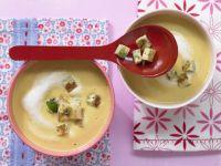 Möhrensuppe mit Pfannkuchenwürfeln Rezept