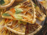 Möhrentarte mit Lauch und Pinienkernen Rezept