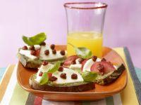 Mozzarellabrot mit Orangenschorle Rezept