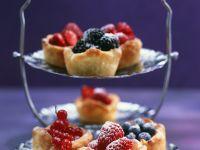 Mürbteigtörtchen mit Vanillecreme und Beeren Rezept