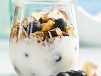 Müsli mit Joghurt, Heidelbeeren, Apfel und Trockenobst Rezept
