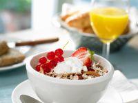 Müsli mit Joghurt und Beeren Rezept