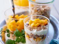 Müsli mit Joghurt und Mango