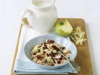 Müsli mit Trockenkirschen, Mandeln und Apfelraspeln Rezept