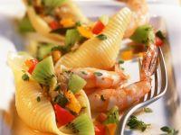 Muschelpasta mit Garnelen und Kiwi Rezept