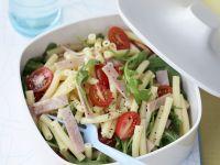 Nudel-Schinken-Salat mit Rucola und Tomaten Rezept