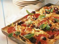 Nudelgratin in Pizza-Stil