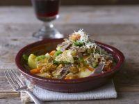 Nudeln aus Buchweizen mit Gemüse und Parmesan