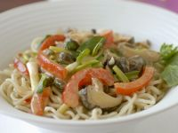 Nudeln mit Gemüse auf thailändische Art Rezept