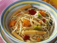 Nudeln mit Gemüse und Mini-Mais Rezept