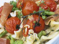 Nudeln mit Gemüse und Schinken