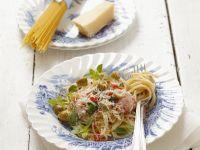 Nudeln mit grünen Oliven, Schinken und Parmesan Rezept