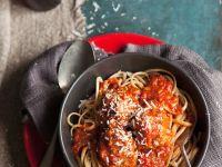 Nudeln mit Hackbällchen und Tomaten Rezept
