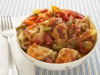 Nudeln mit Hähnchen-Tomaten-Soße und Paprika Rezept