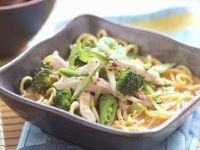 Nudeln mit Hähnchen und Gemüse Rezept