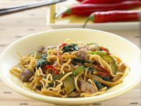 Nudeln mit Rindfleisch und Gemüse aus dem Wok Rezept