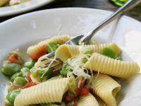 Nudeln mit Tomaten, Bohnen und Parmesan Rezept