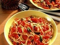 Nudeln mit Tomaten-Olivensauce Rezept