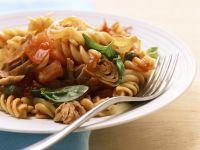 Nudeln mit Tomaten-Thunfisch-Sauce Rezept