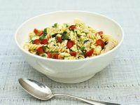 Nudelsalat mit Gemüse und Huhn Rezept